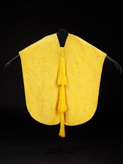 World039s Largest Textile Created from Golden Spider Silk Dazzles On-lookers