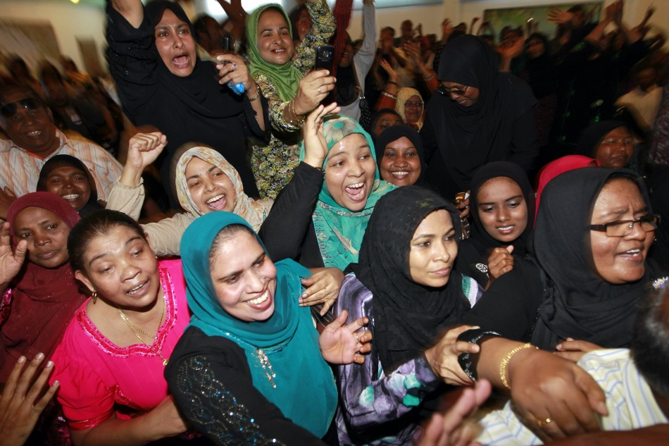 Supporters of ousted Maldivian President Nasheed cheer as he arrives for the Maldivian Democratic Party's meeting in Male
