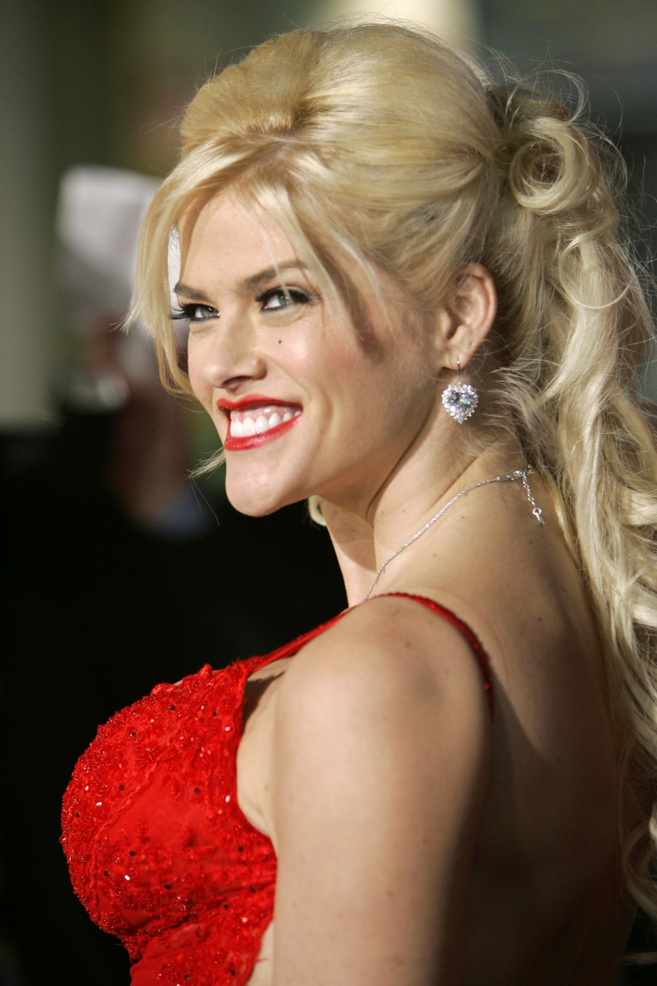 "Model Anna Nicole Smith poses at world premiere of ""Be Cool""."