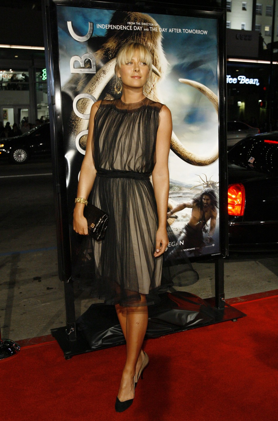 Maria Sharpova :  poses at premiere of 10,000 B.C. at Grauman's Chinese theatre in Hollywood