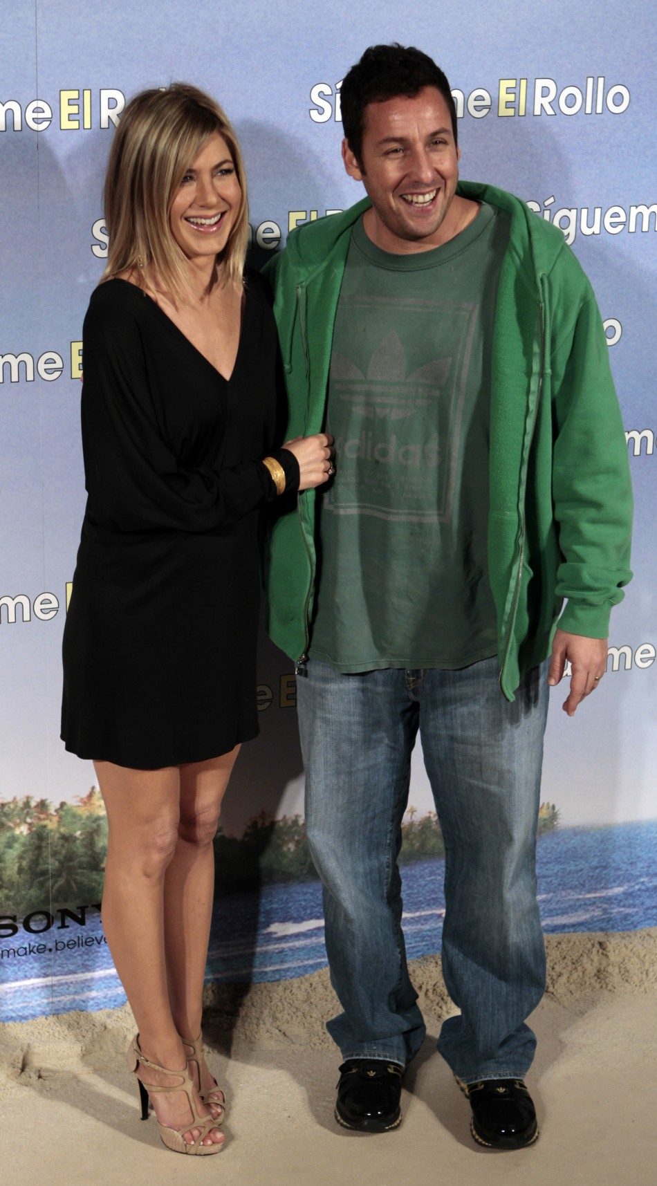 Cast members Jennifer Aniston and Adam Sandler pose to promote their movie quotSigueme el rolloquot in Madrid