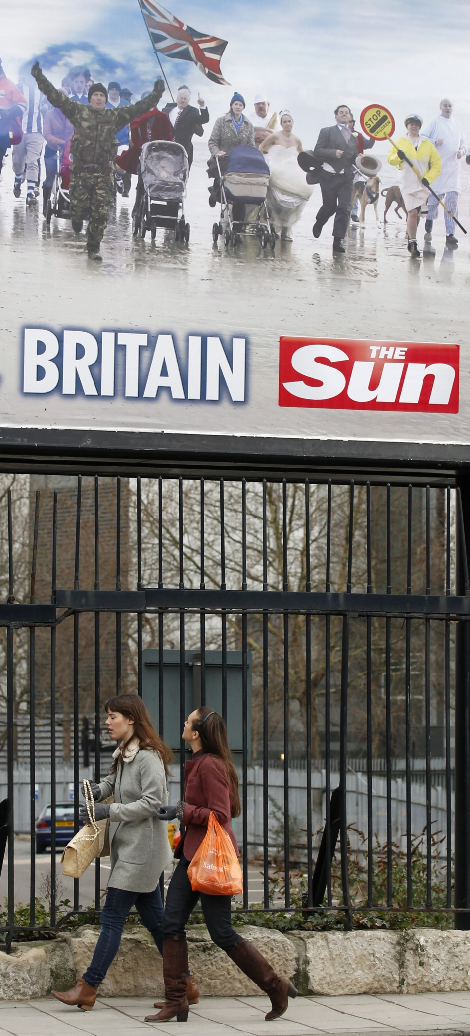 5 journalists of The Sun were arrested by the police