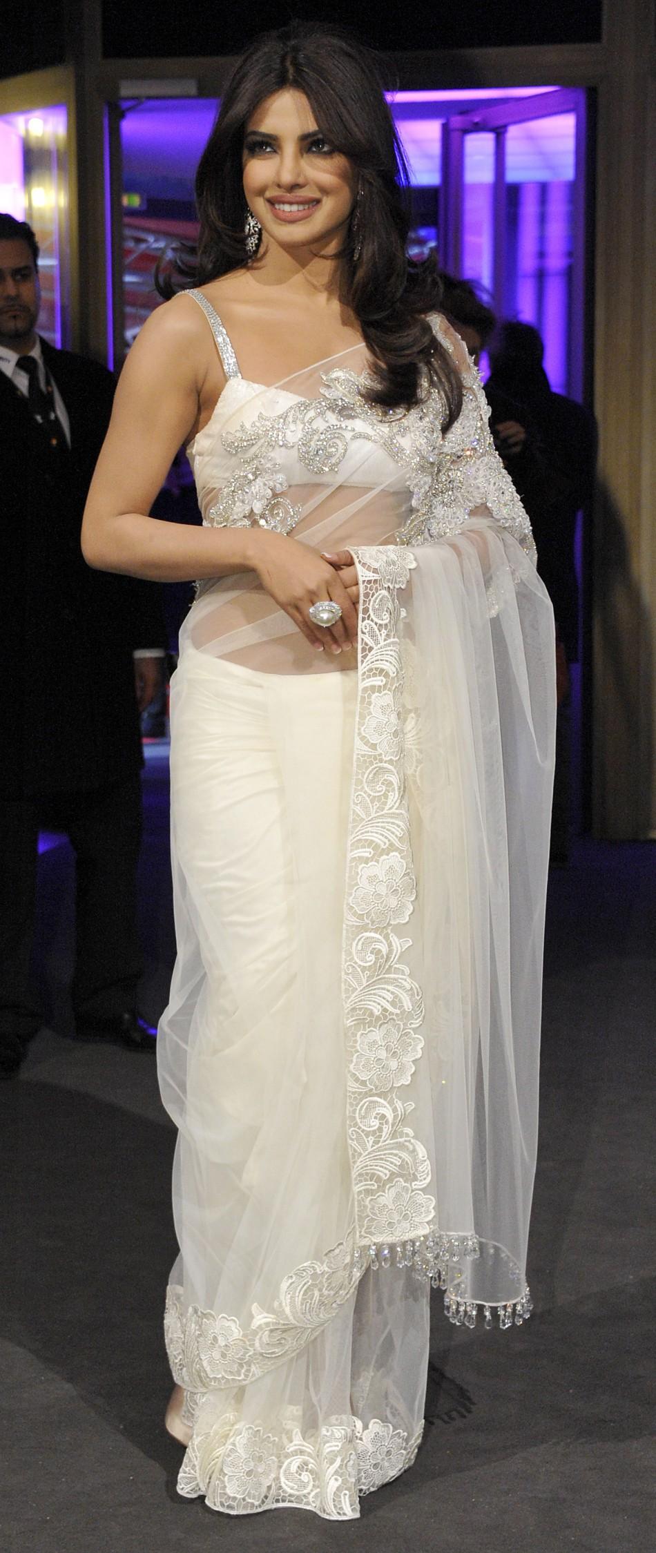 Grammys 2012 Priyanka Chopra To Attend, Sizzling Looks Of -9351