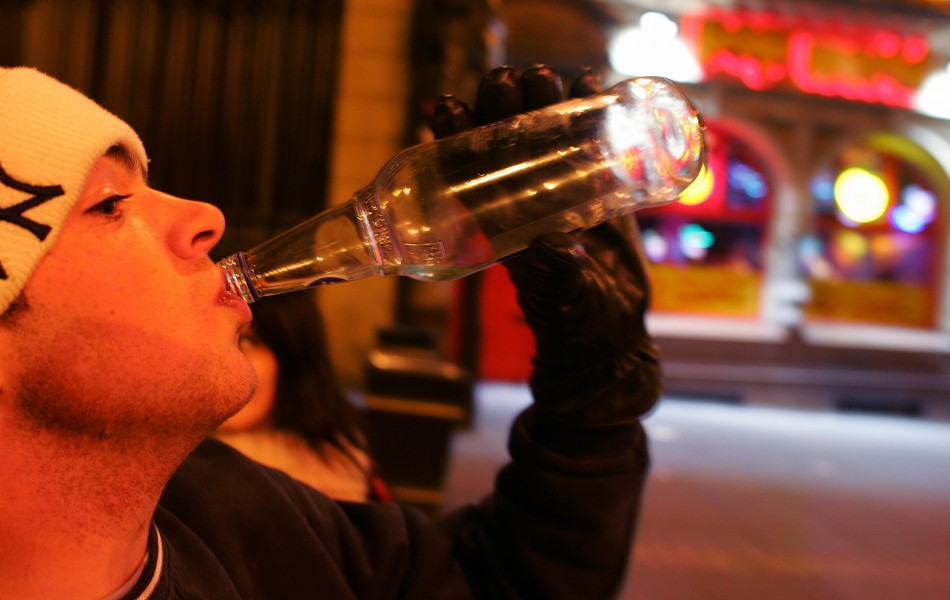 A survey of 25,000 Australian high school secondary students has found that alcoholic drinking among younger teens has dropped. However, those considered older teens continued to consume alcohol in much riskier levels.
