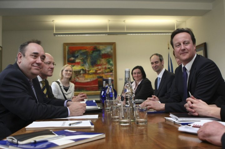 David Cameron promises more powers for Scotland if it rejects independence in a referendum