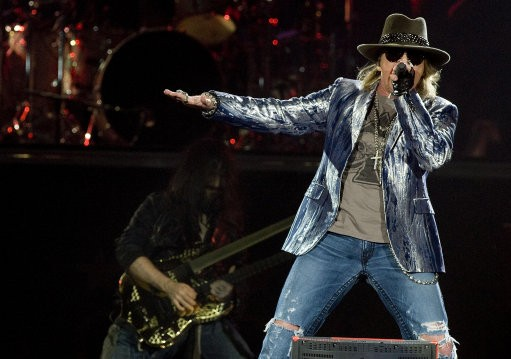 Guns N' Roses to reunite.