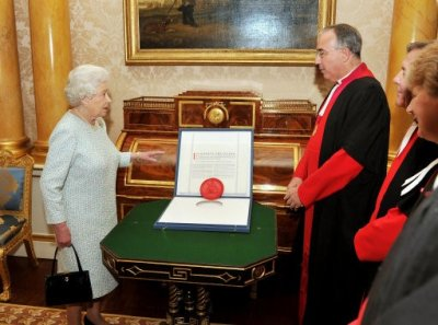 Queen Elizabeth II with the Dean of Westminster Abbey Dr John Hall