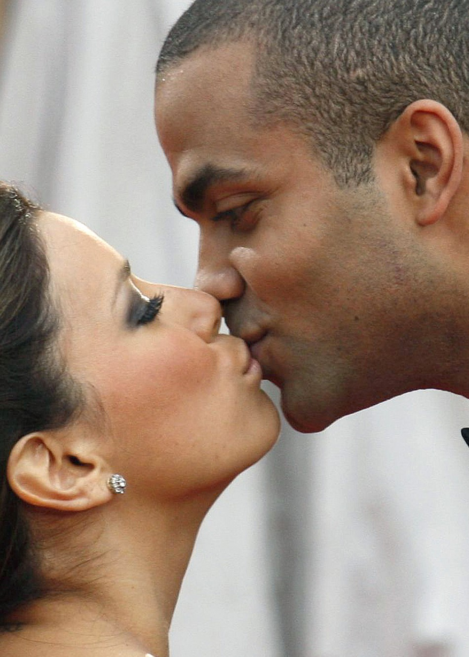 Actress Eva Longoria Parker of the series quotDesperate Housewivesquot kisses her husband Tony Parker R