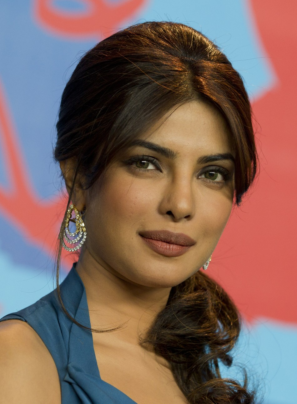 bollywood s priyanka chopra to work with david guetta