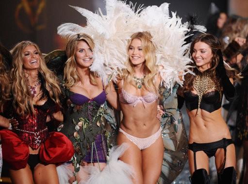 Victoria039s Secret Angels from left Marisa Miller, Heidi Klum, Doutzen Kroes and Miranda Kerr