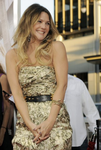 Drew Barrymore arrives at the premiere of the film quotGoing the Distance,