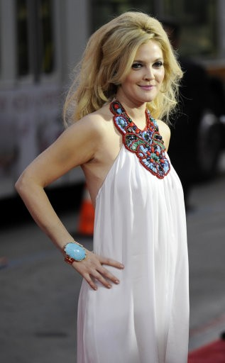 Drew Barrymore arrives at the Los Angeles premiere of the HBO film quotGrey Gardens,quot