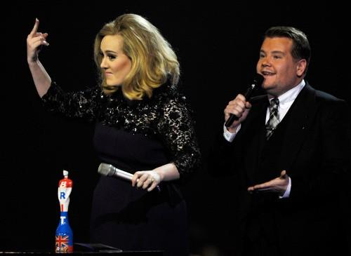 Adele finger Brits