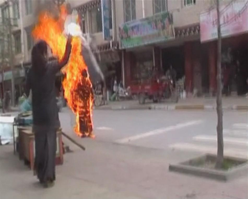 Tibetan Buddhist nun Palden Choetso burns herself to death on streets of Daofu