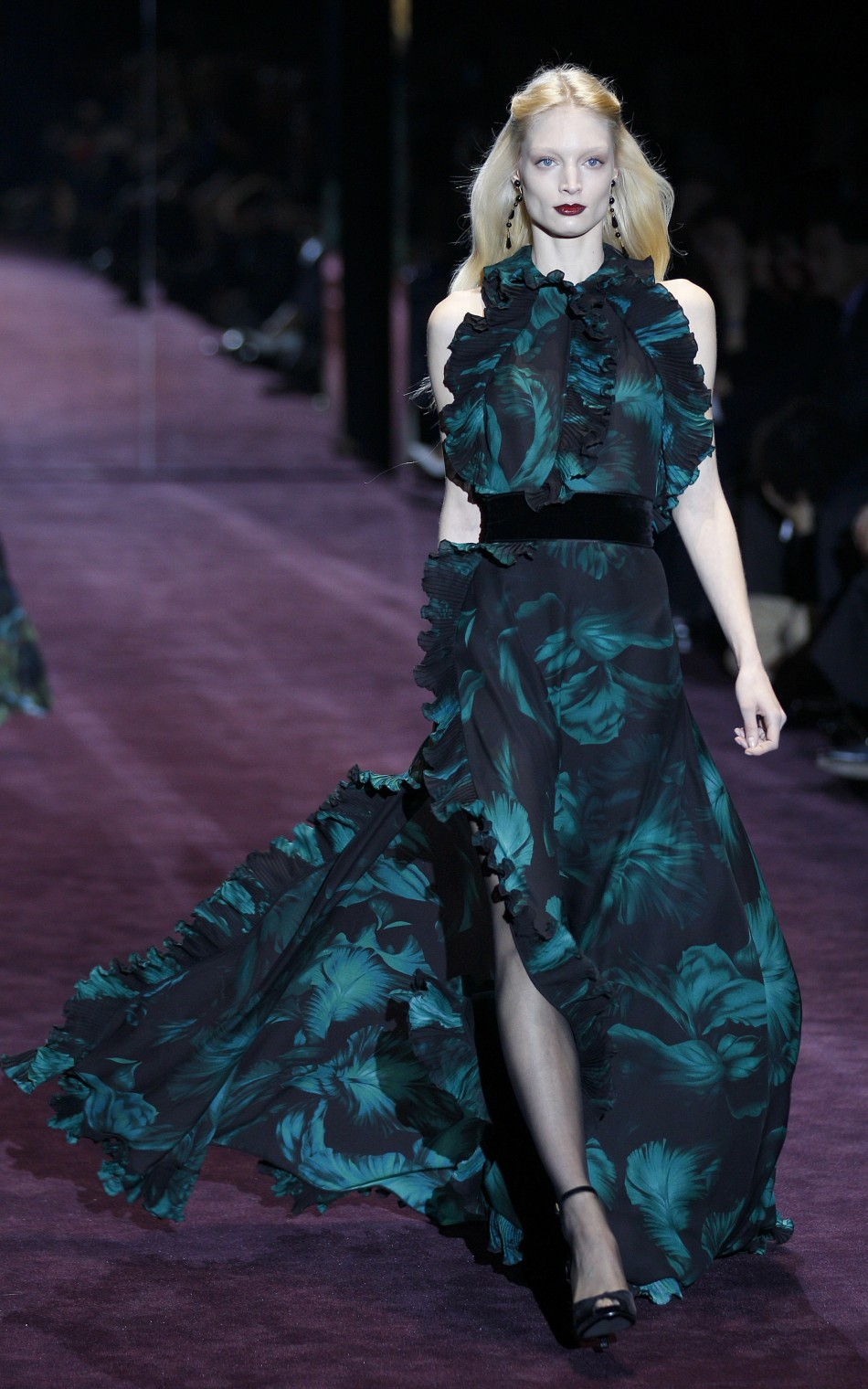 Gucci Kicks Off 2012 Milan Fashion Week with Dramatic 'Dark Romance' Line-up