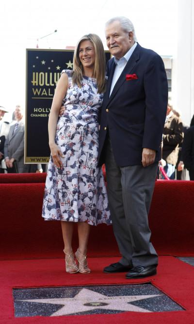 Actress Jennifer Aniston poses with her dad John