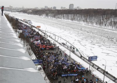 Procession held by Frunzenskaya quay on Moscow River in support of Putin