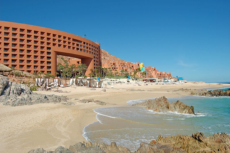 IT'S WAR: Gunmen open fire killing 3 at exclusive Cabo resort