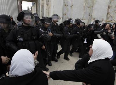 Palestinian women shout at Israeli policemen