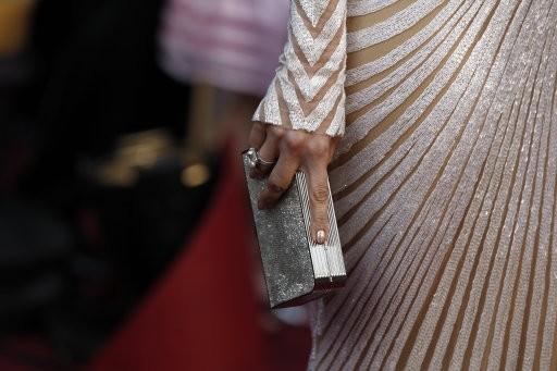 Jennifer Lopezs clutch