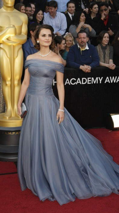 Penelope Cruz arrives at the 84th Academy Awards.