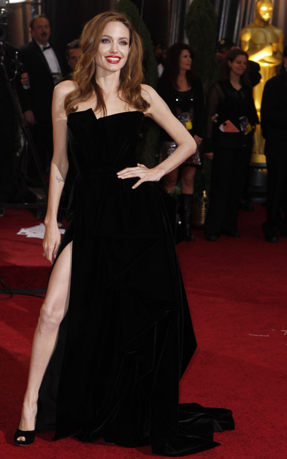 Angelina Jolie S Right Leg Vs Jennifer Lopez S Nip Slip