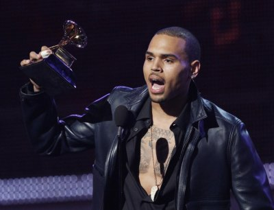 Although buzz from last nights Oscar ceremony is still clouding viewers minds, another award show sparked some hype this weekend. At this past Saturdays Independent Spirit Awards, comedian Seth Rogen took a jab at RB singer Chris Brown.