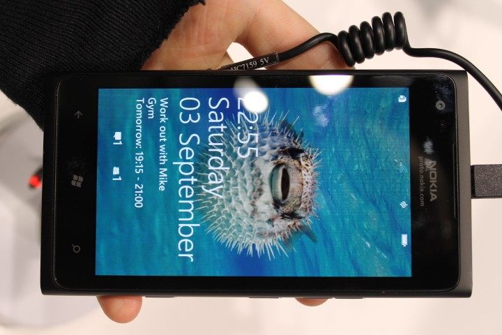 MWC 2012: Nokia Lumia 900 Hands-On Preview (Pictures)