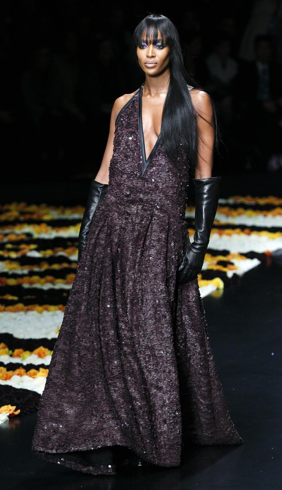 Naomi Campbell Sizzles In Roberto Cavalli Milan Show Photos