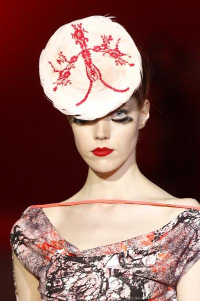 Top Models Karlie Kloss, Anja Rubik Kick-starts 2012 Paris Fashion Week