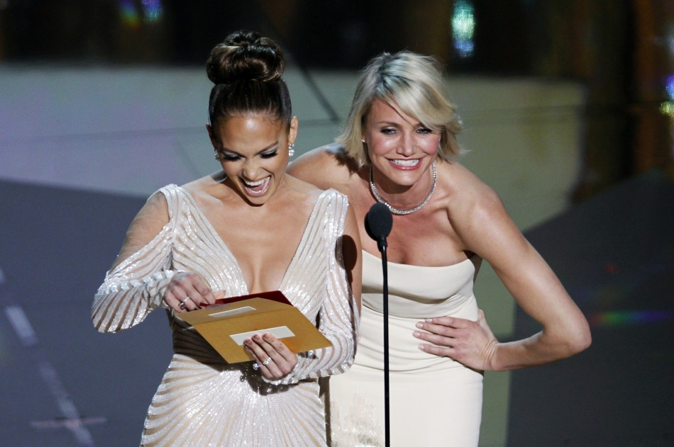 "Jennifer Lopez has ""nip slip"" disaster at the Oscars 2012"