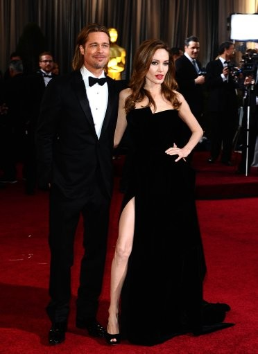 Angelina showing off her leg at The Oscars
