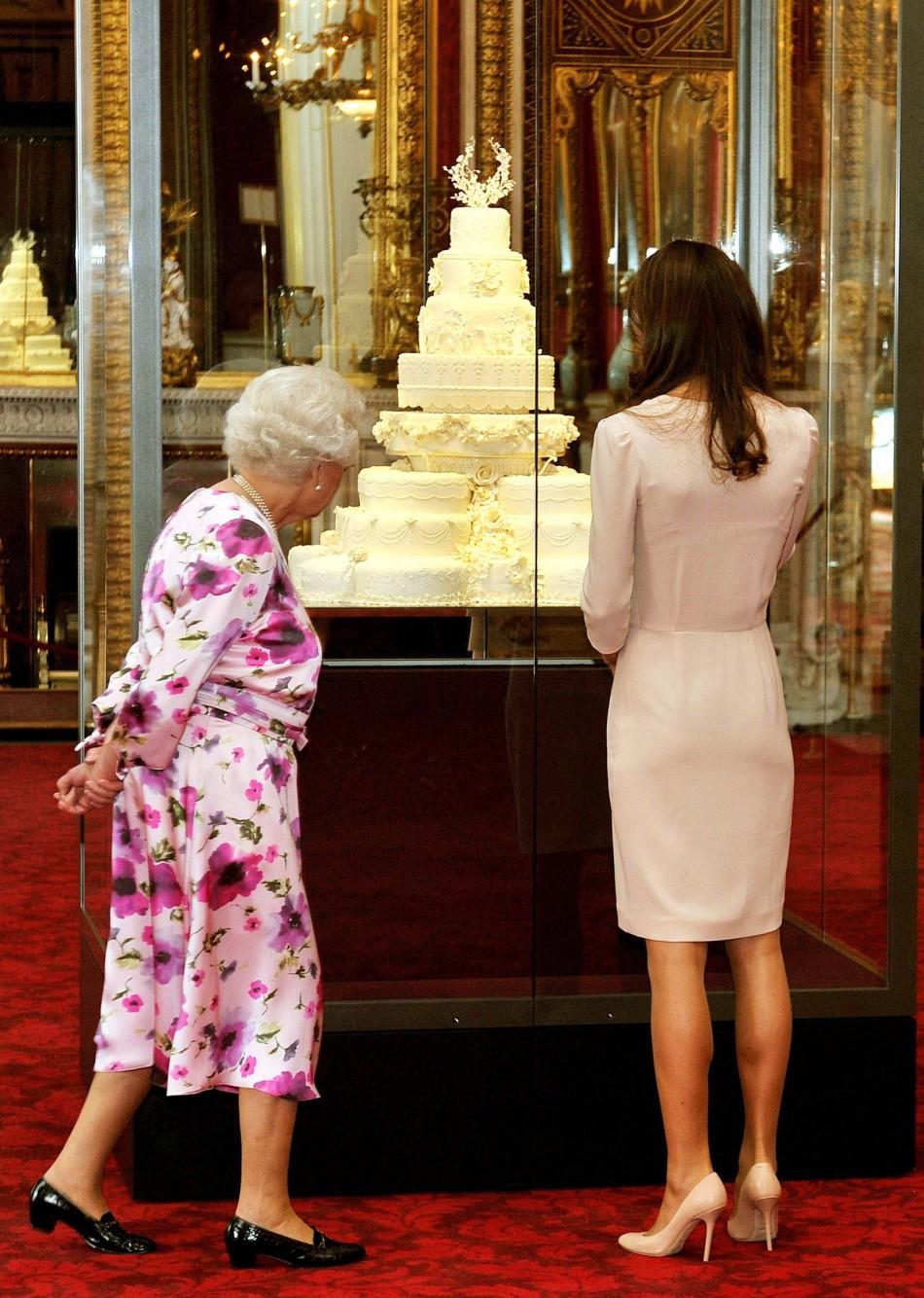 Britain039s Queen Elizabeth and Catherine, the Duchess of Cambridge,