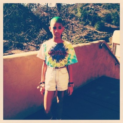 Willow Smith turns her hair Green
