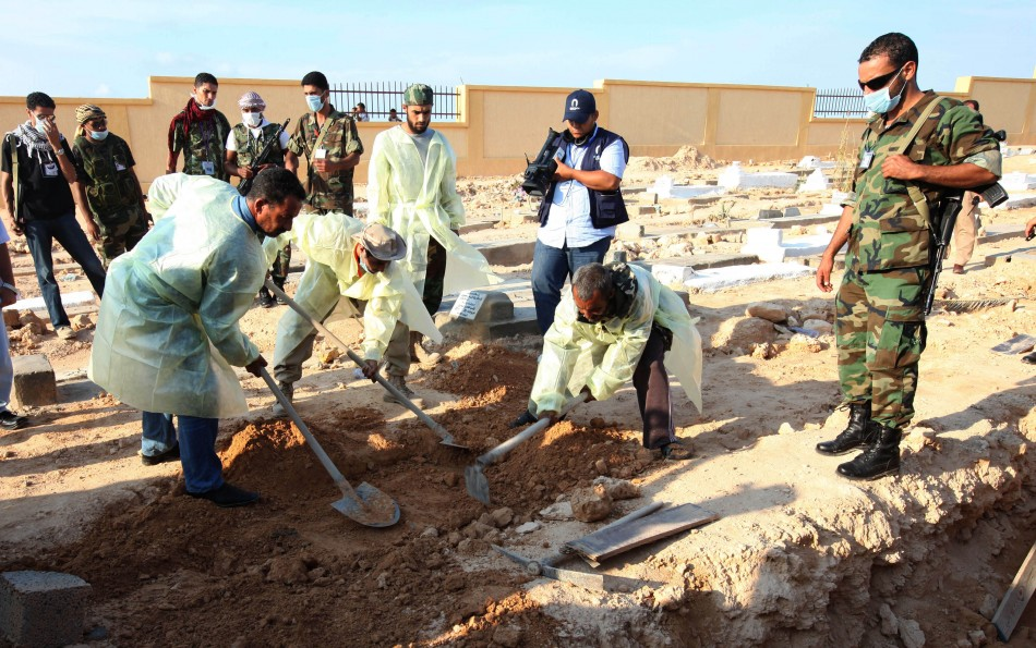 Bodies removed from mass grave uncovered in Libyan desert