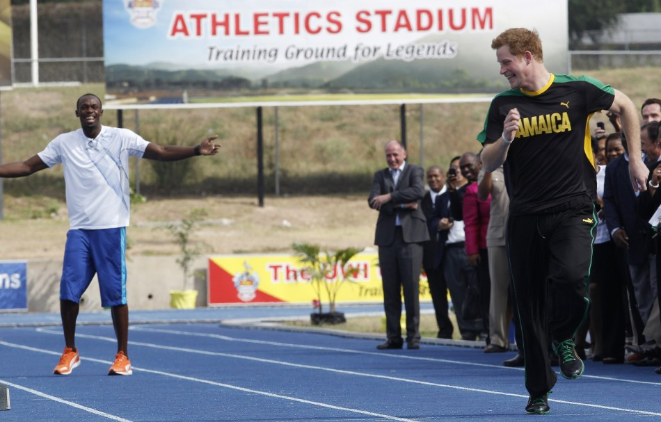 Britain039s Prince Harry R runs off after a false start