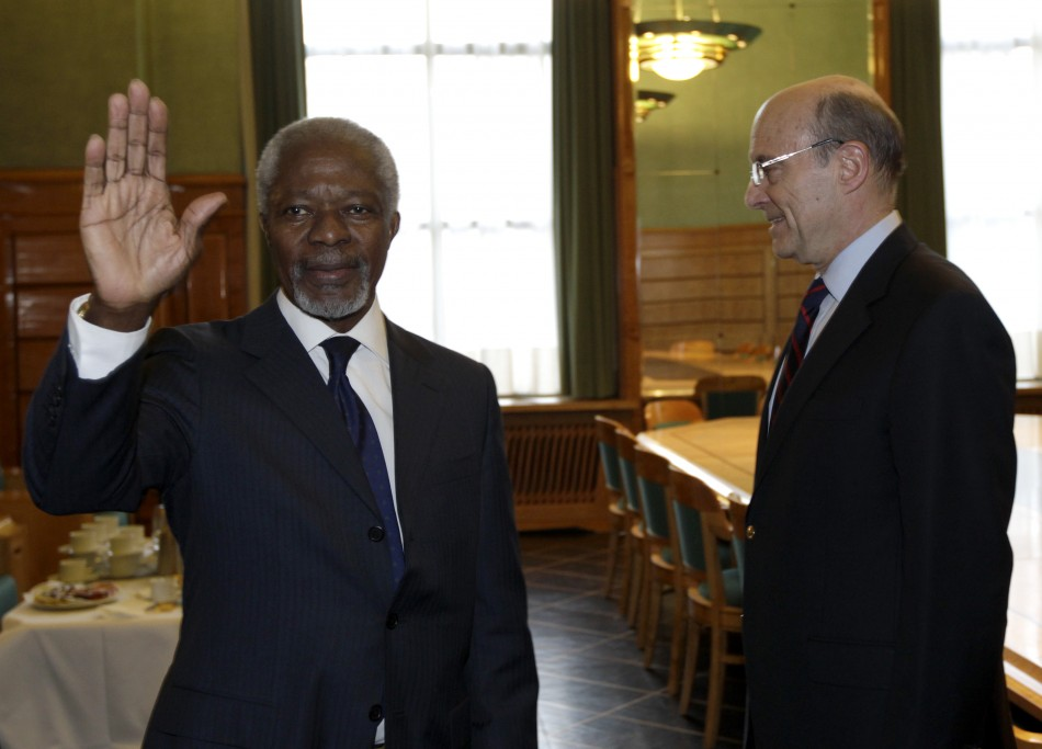 Newly appointed UN -Arab League Envoy on Syria Annan waves to the media after shaking hand with France's Foreign Ministe
