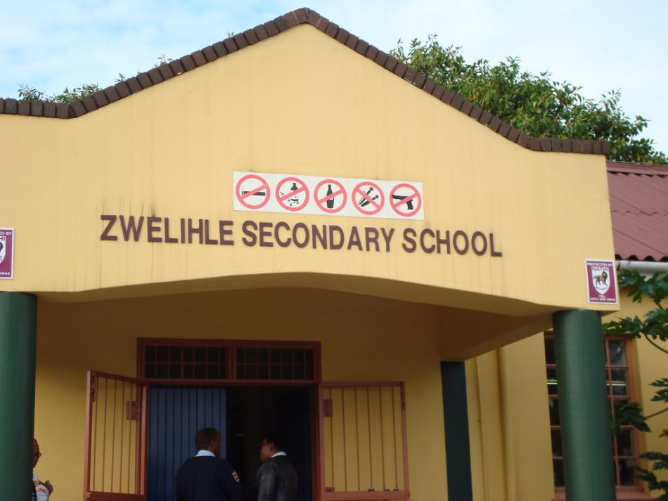 More than 500 pupils in South Africa stoned to death two robbers who were part of a gang that had attacked their school armed with guns.