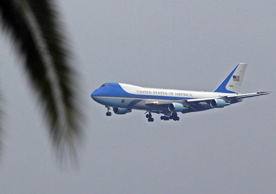 President Obama invites Prime Minister Cameron to fly onboard Air Force One