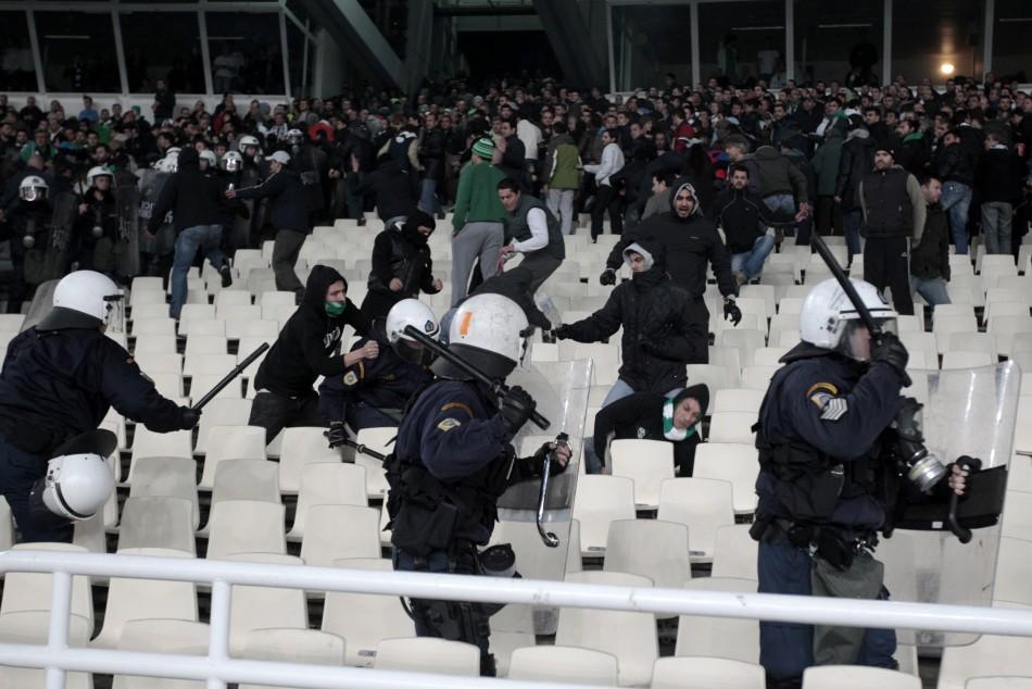 Police chase Panathinaikos' fans