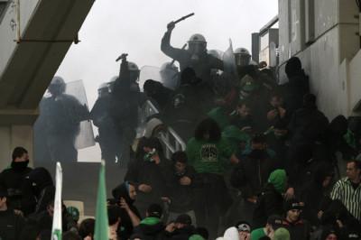 Police chase Panathinaikos fans