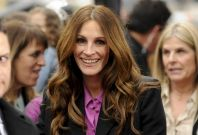 """Actress Julia Roberts arrives at the Hollywood world premiere of """"Mirror Mirror"""" in Los Angeles"""