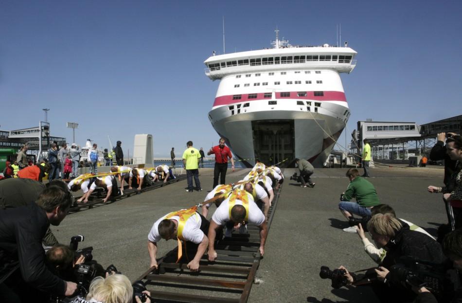 Estonias strong man team pulls Baltic Queen