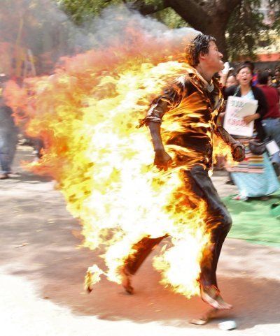 Tibetan exile ran by speakers at rally in New Delhi after self-immolating in protest over upcoming visit by Chinese President Hu Jintao