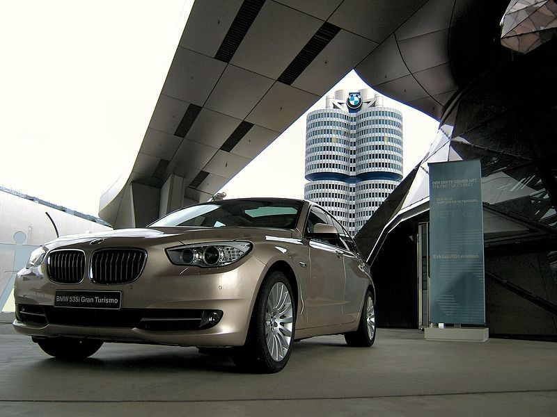 A parked 2009 BMW 5 Series.