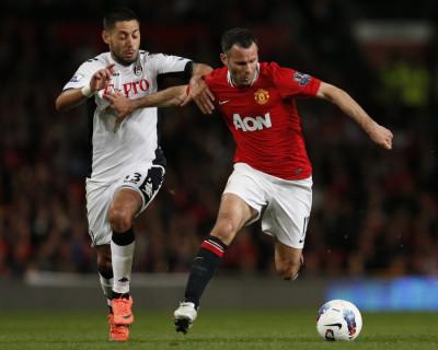 Soccer - Barclays Premier League - Manchester United v Fulham - Old Trafford