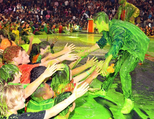 Justin Beiber getting slimed after greeting the fans