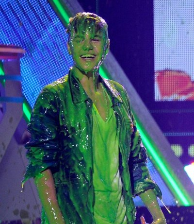 Justin Beiber slimed at the Nickelodeon awards