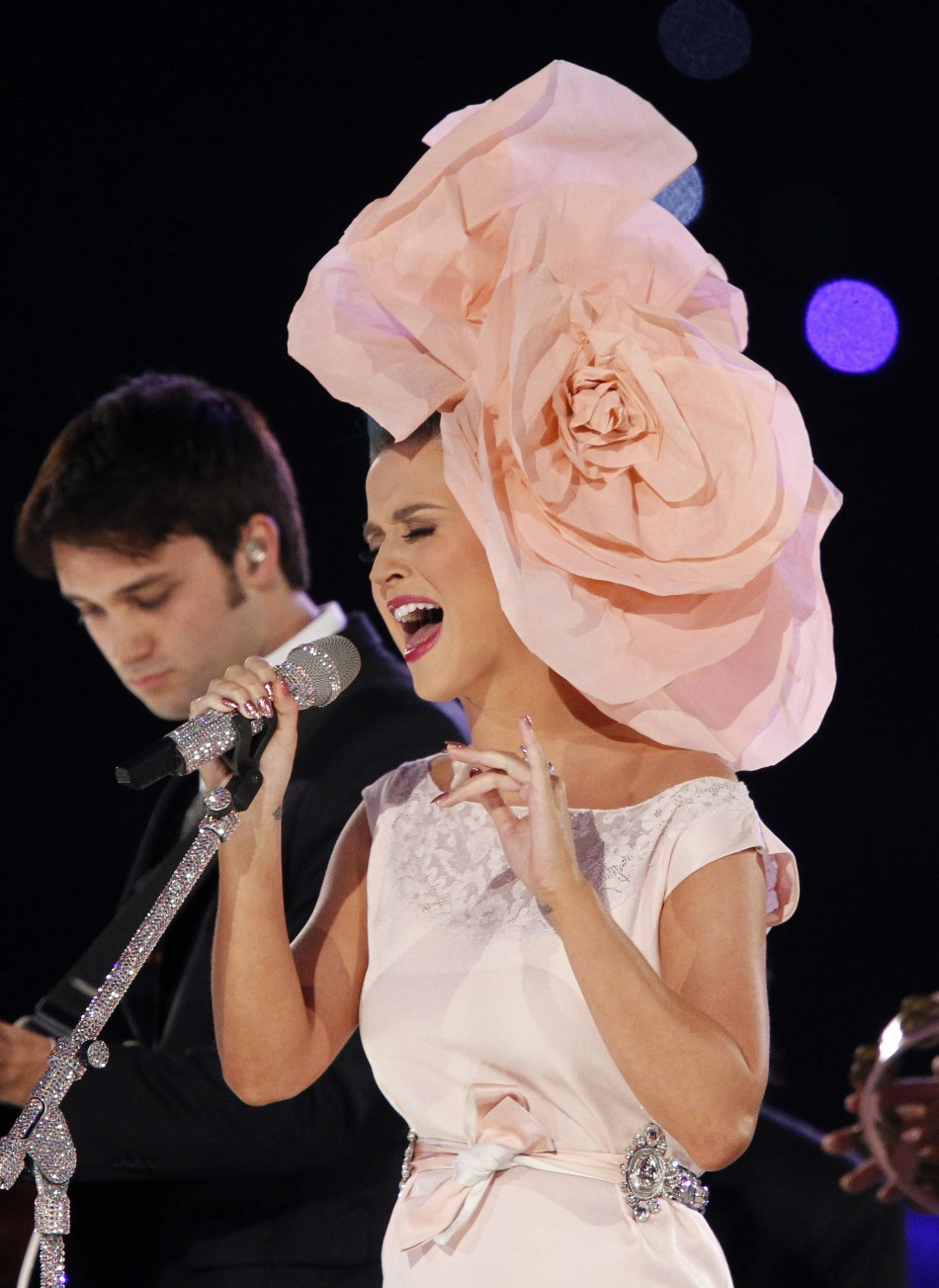 Katy Perry performs quotHey Judequot during the 2012 MusiCares Person of the Year tribute in Los Angeles