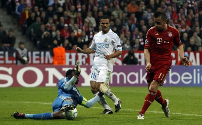 Bayern Munich039s Olic scores against Olympique Marseille039s goalkeeper Mandanda during Champions League quarter-final soccer match in Munich